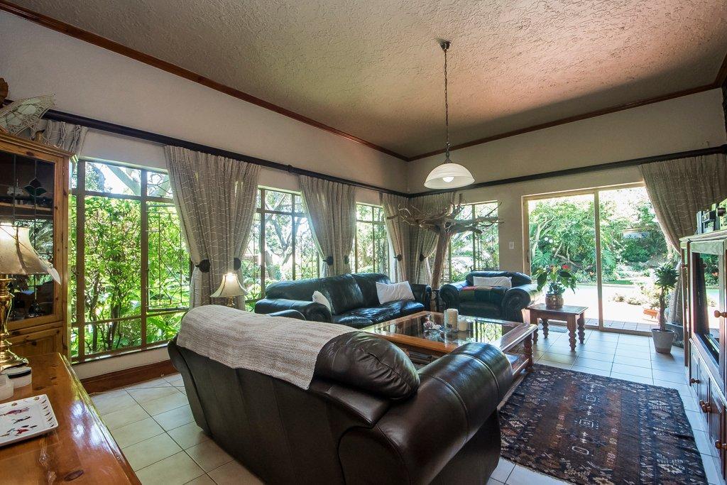 Glenvista property for sale. Ref No: 13529565. Picture no 3