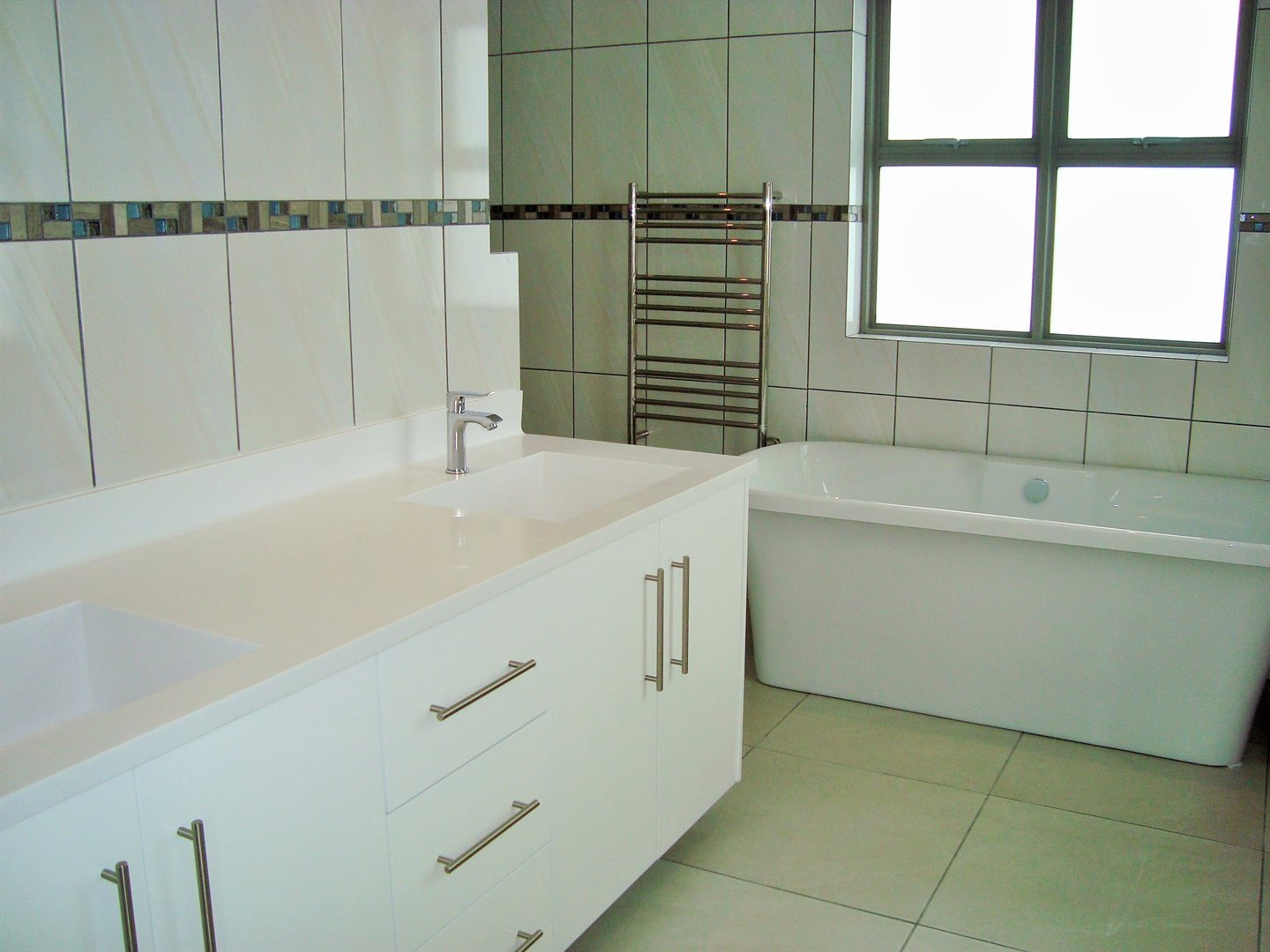 Claremont property to rent. Ref No: 13575482. Picture no 14