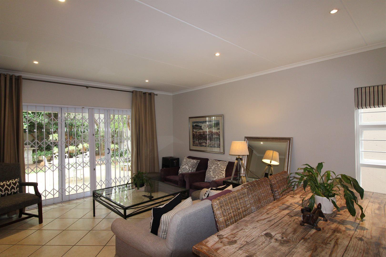 Bryanston property for sale. Ref No: 13551237. Picture no 17