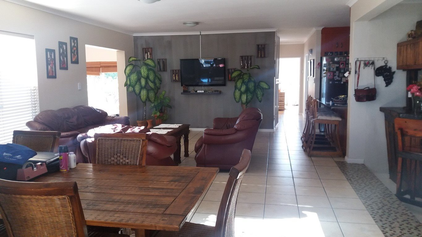 Country Club property for sale. Ref No: 13567857. Picture no 10