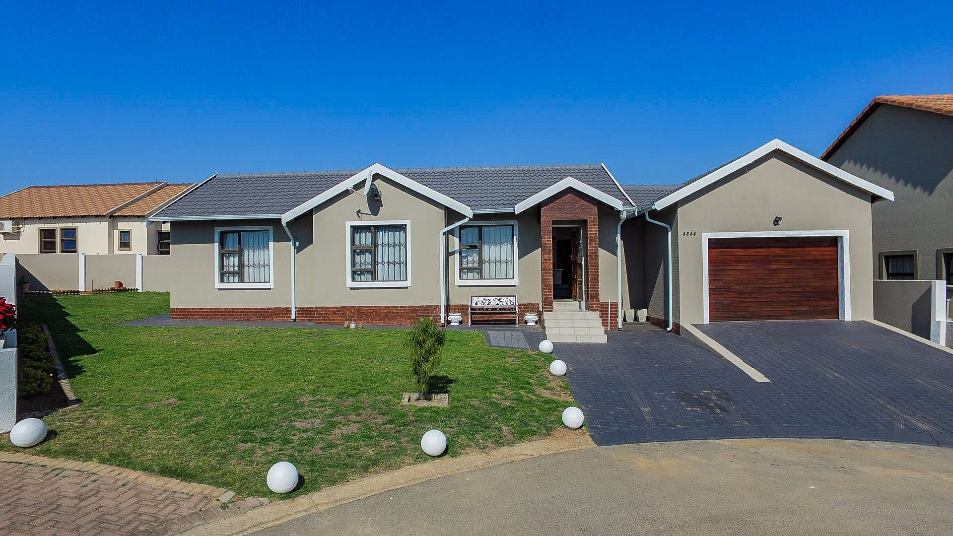 Centurion, Summerfields Estate Property    Houses For Sale Summerfields Estate, Summerfields Estate, House 3 bedrooms property for sale Price:1,360,000
