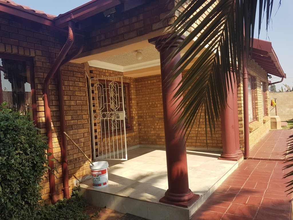 Property and Houses for sale in The Orchards, House, 6 Bedrooms - ZAR 1,700,000