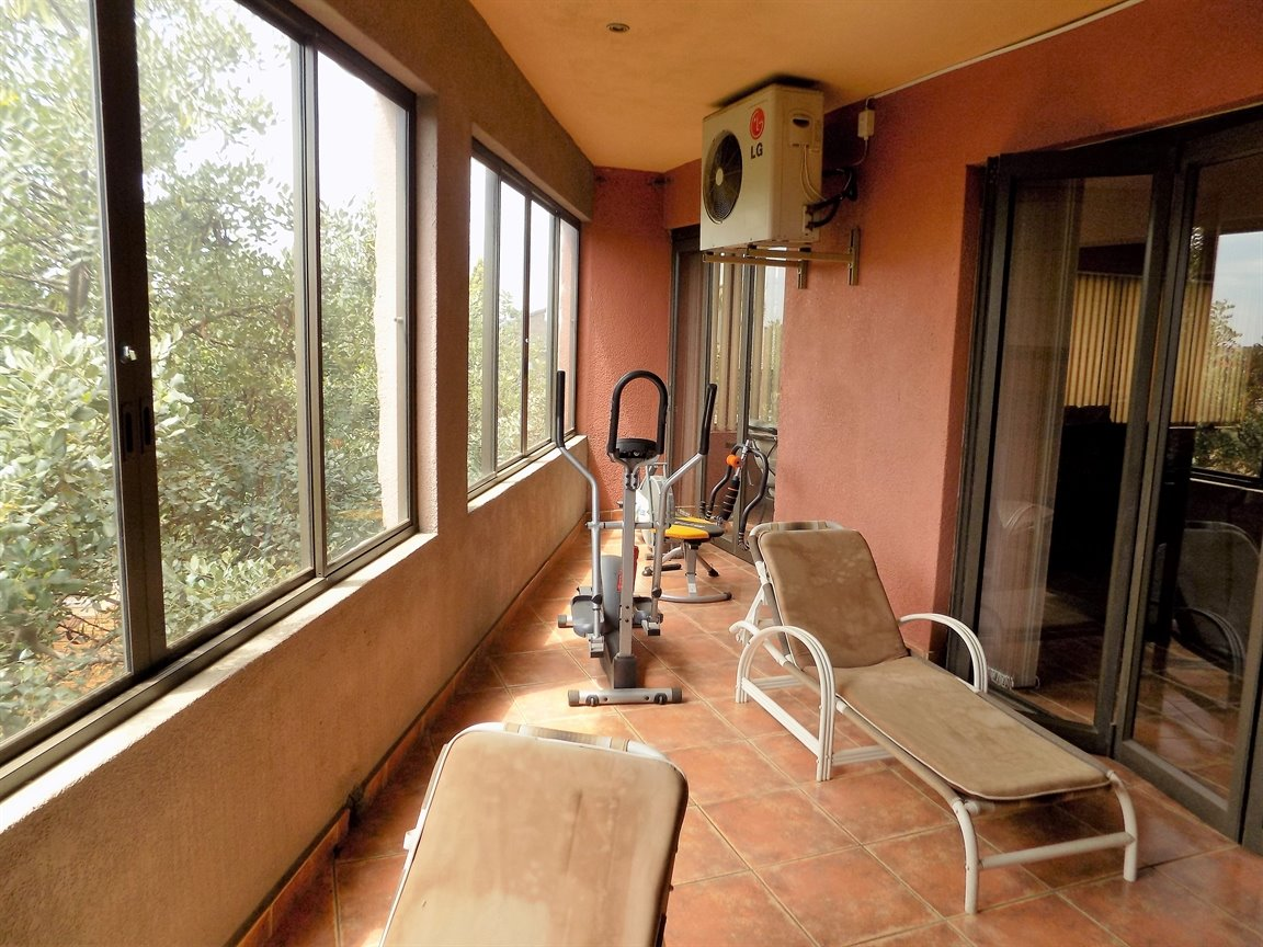 Bassonia property for sale. Ref No: 13389783. Picture no 10