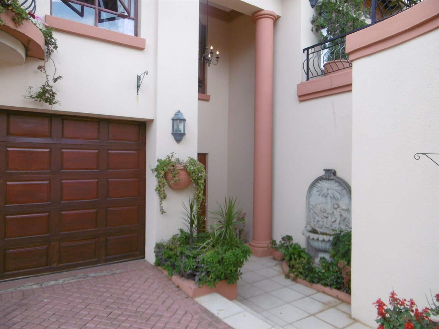Bryanston property for sale. Ref No: 13464144. Picture no 2