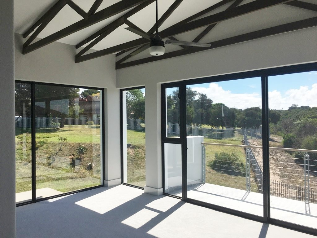 Walmer property for sale. Ref No: 13398800. Picture no 2