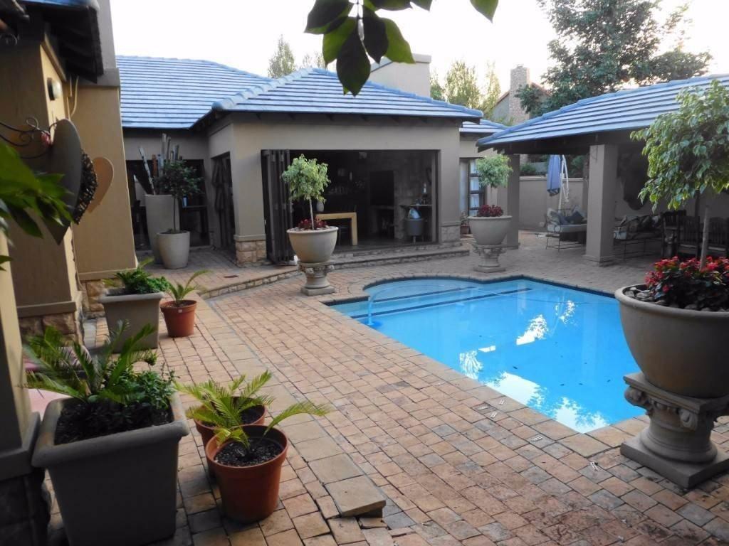 Midstream Estate property for sale. Ref No: 13506205. Picture no 2