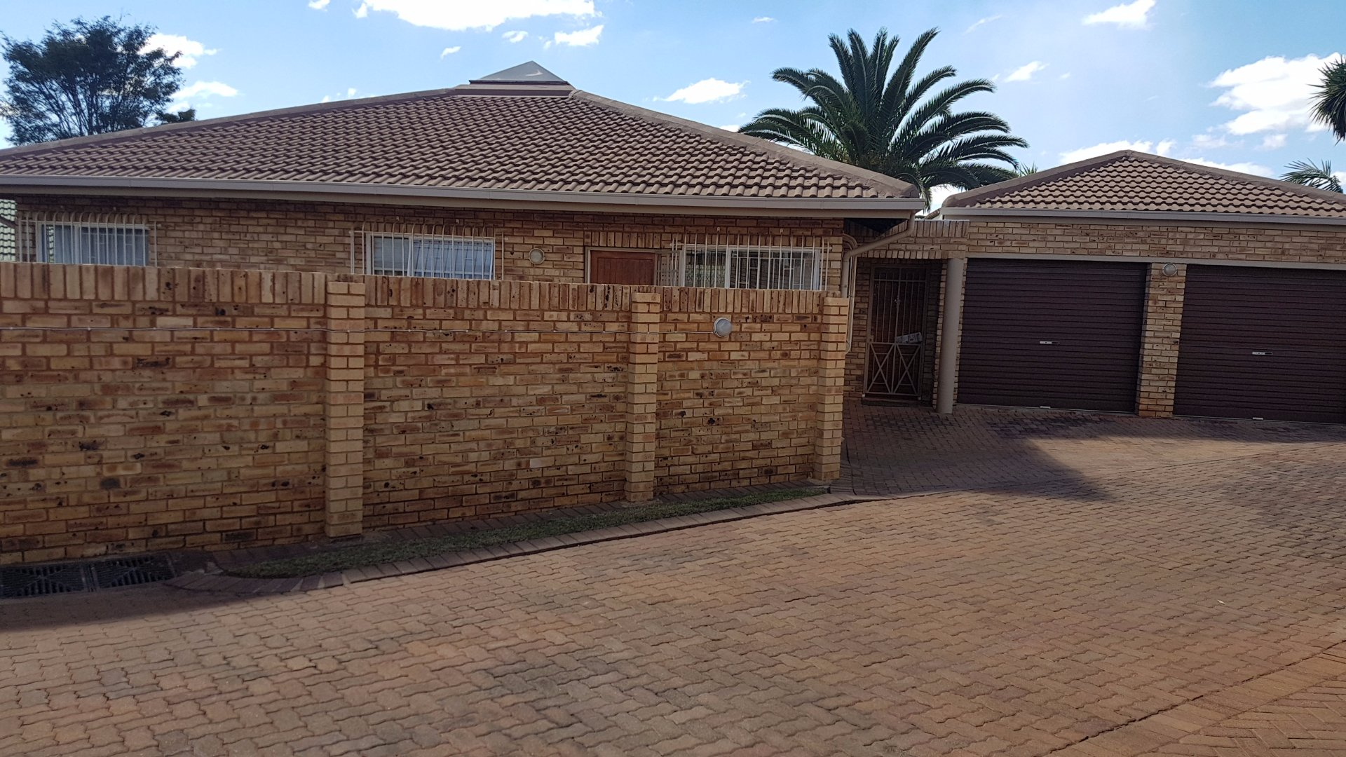 Roodepoort, Little Falls Property  | Houses For Sale Little Falls, Little Falls, House 3 bedrooms property for sale Price:1,100,000