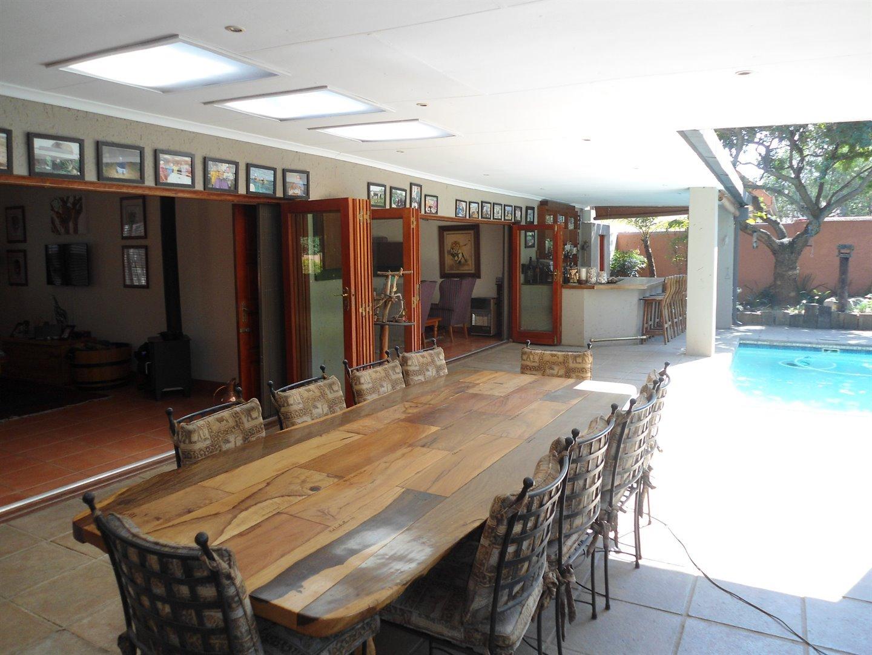 Douglasdale property for sale. Ref No: 13520882. Picture no 31