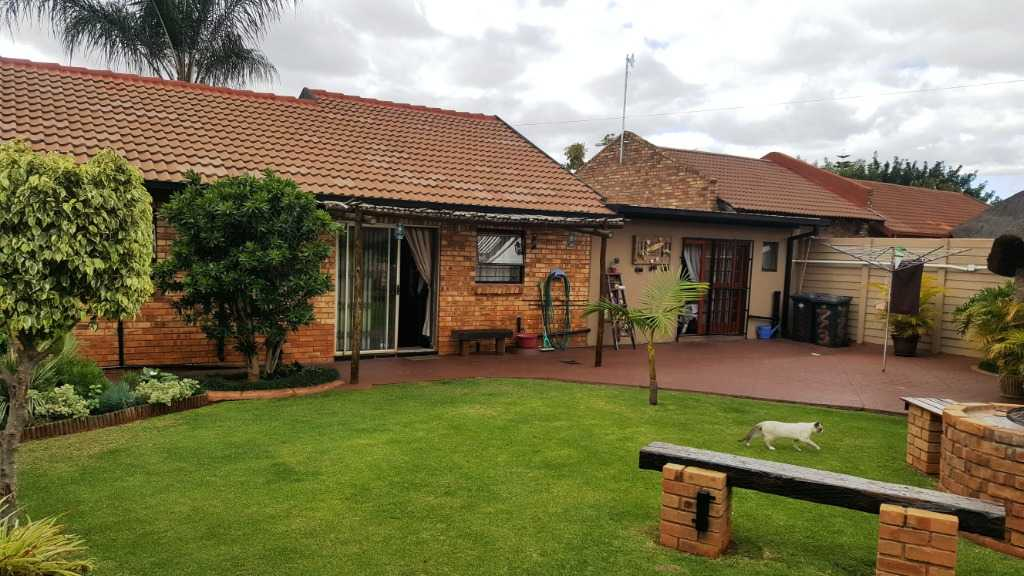 Property and Houses for sale in Doornpoort - Page 2, House, 2 Bedrooms - ZAR 1,200,000