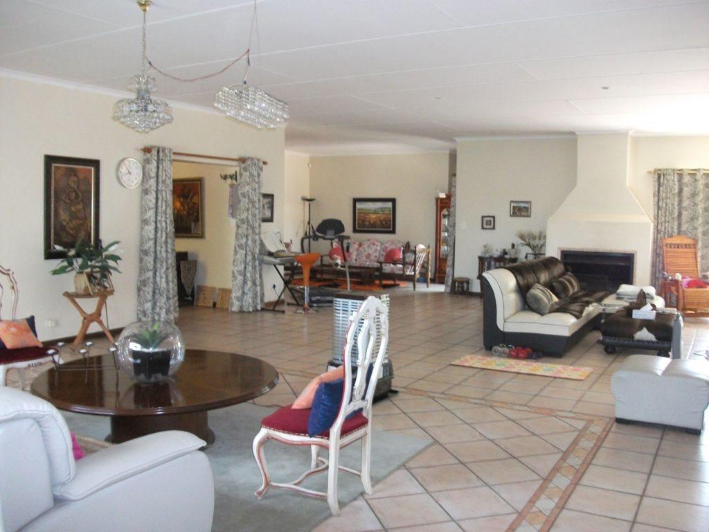 Irene Glen Estate property for sale. Ref No: 12758786. Picture no 12