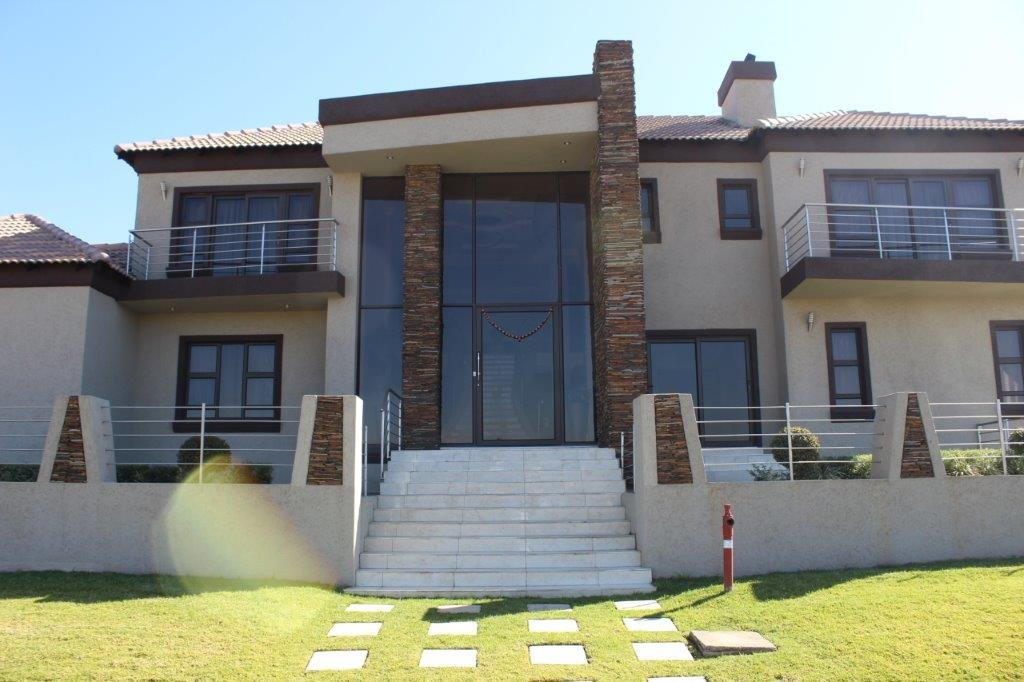 Blue Valley Golf Estate property for sale. Ref No: 13371077. Picture no 25