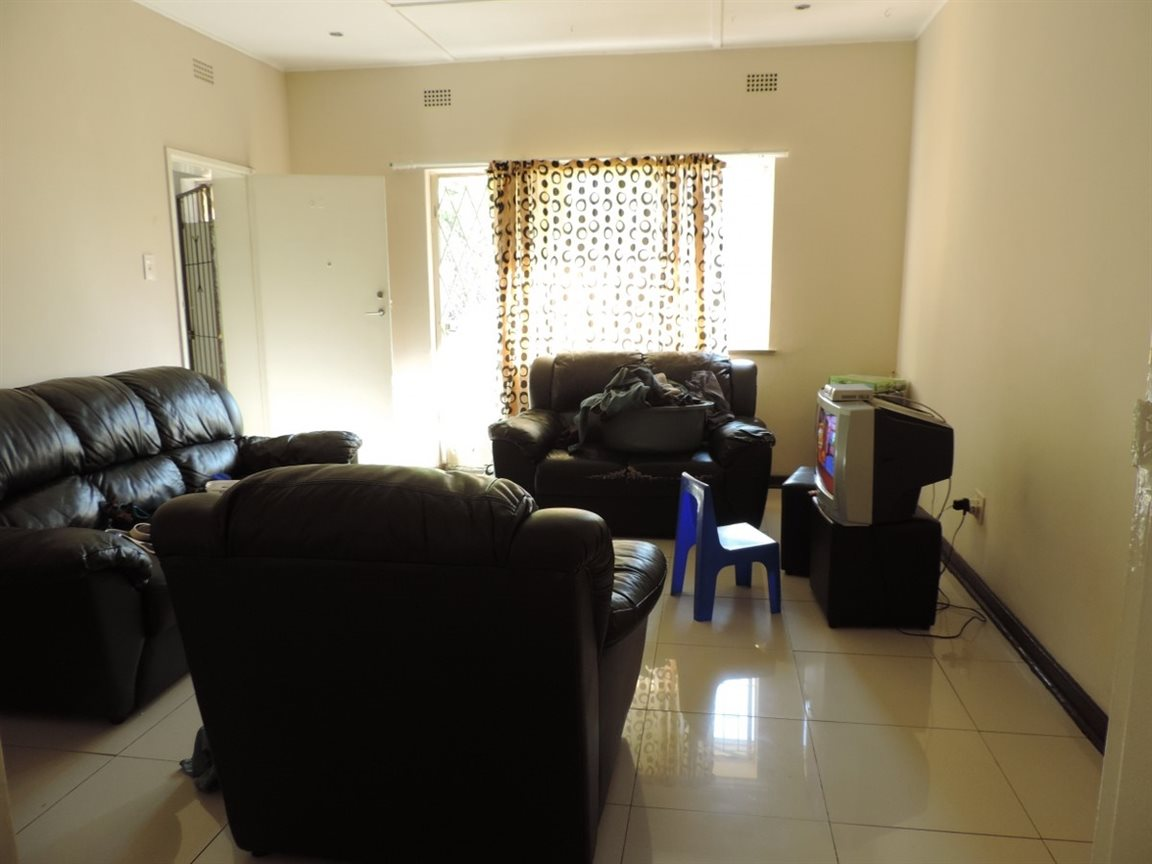 Three Rivers property for sale. Ref No: 12761412. Picture no 6