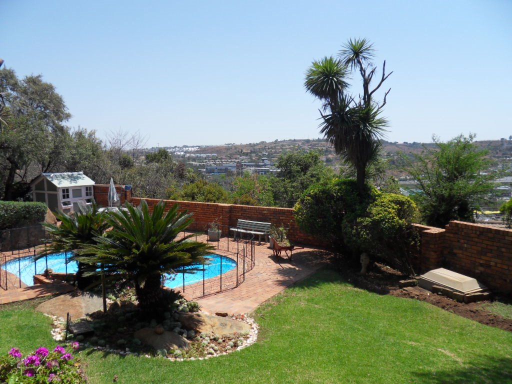 Glenvista property for sale. Ref No: 13402362. Picture no 31