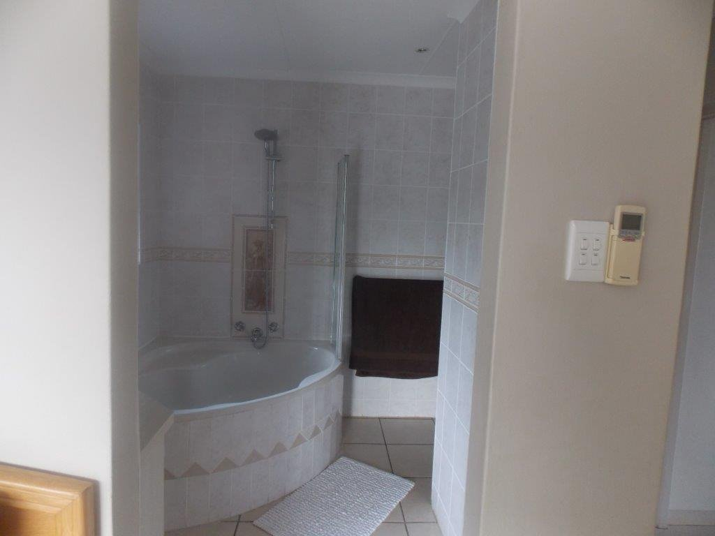 Amanzimtoti property for sale. Ref No: 13372994. Picture no 31