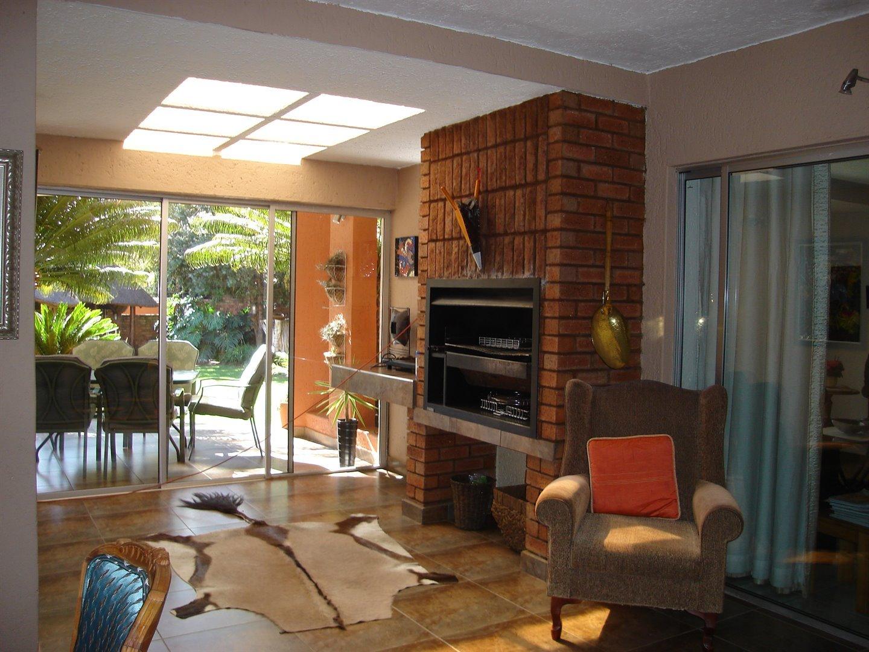 Eldoraigne property for sale. Ref No: 13494397. Picture no 8