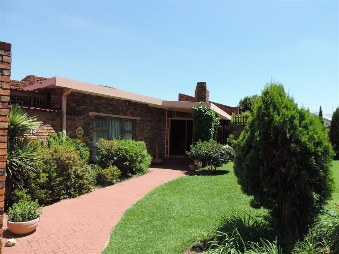 Three Rivers East property for sale. Ref No: 12772293. Picture no 29