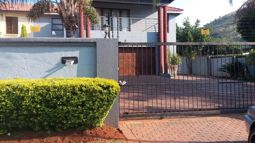 Property and Houses for sale in Amandasig, House, 3 Bedrooms - ZAR 1,604,000