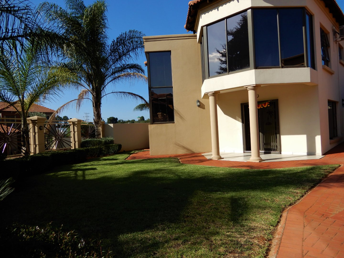 Property and Houses for sale in Raslouw Glen, House, 4 Bedrooms - ZAR 3,295,000