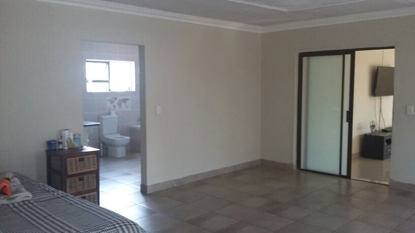 Karenpark property for sale. Ref No: 13565301. Picture no 22