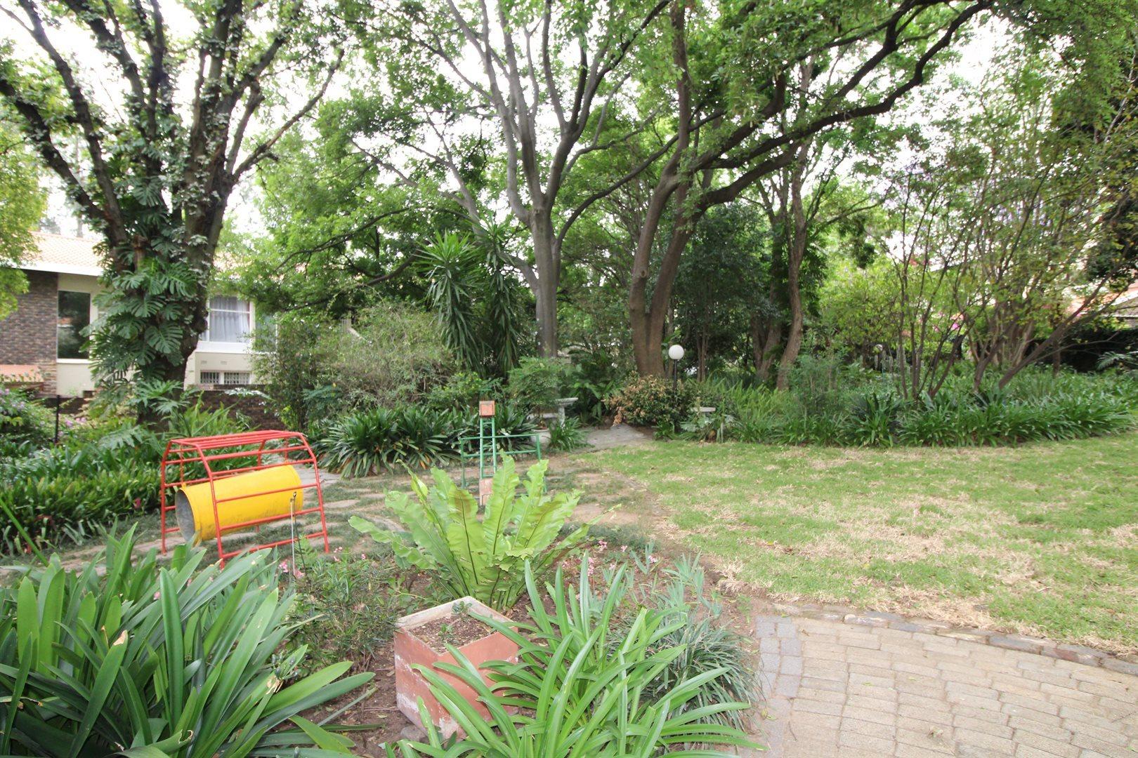 Bryanston property for sale. Ref No: 13552406. Picture no 31