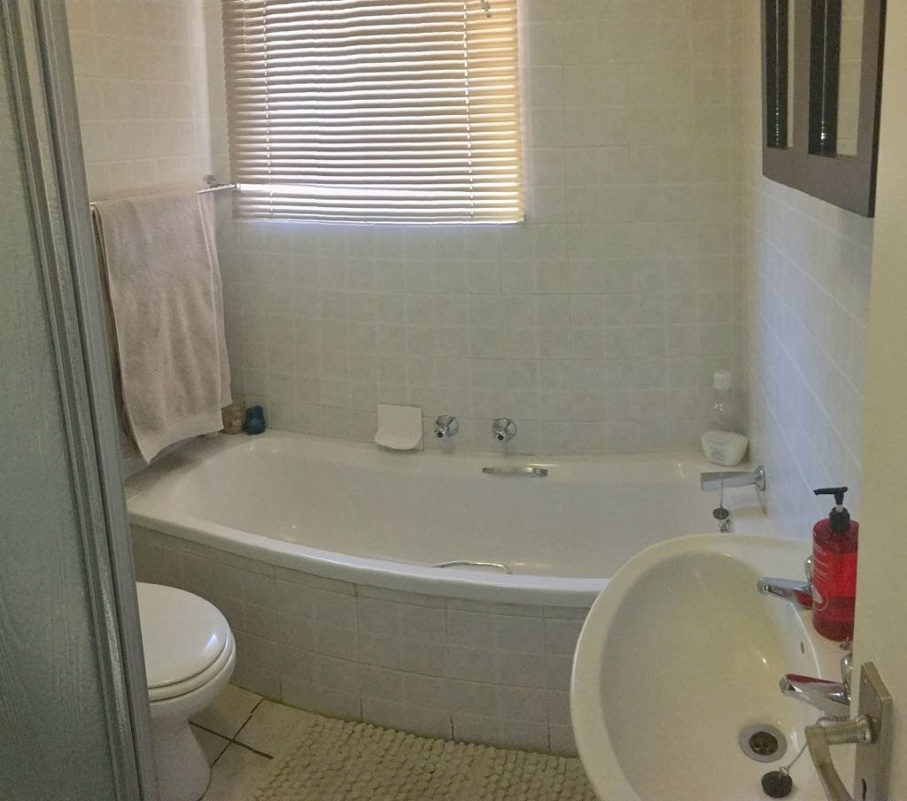 Wilgeheuwel property for sale. Ref No: 13553042. Picture no 7