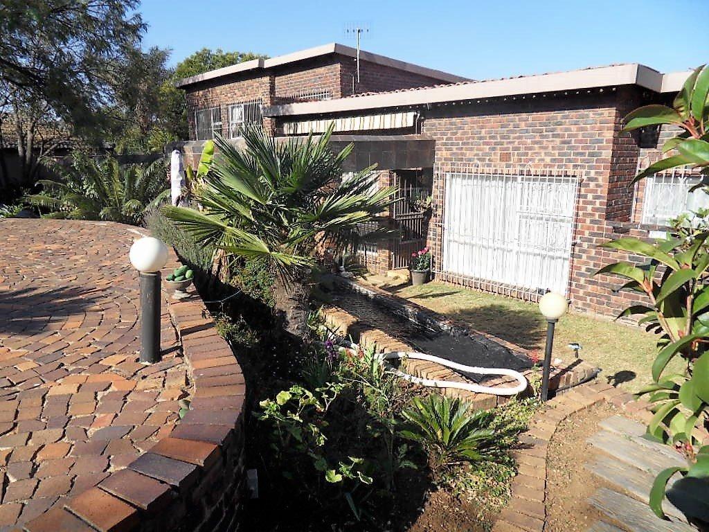 Johannesburg, Mulbarton Property  | Houses For Sale Mulbarton, Mulbarton, House 4 bedrooms property for sale Price:1,999,000