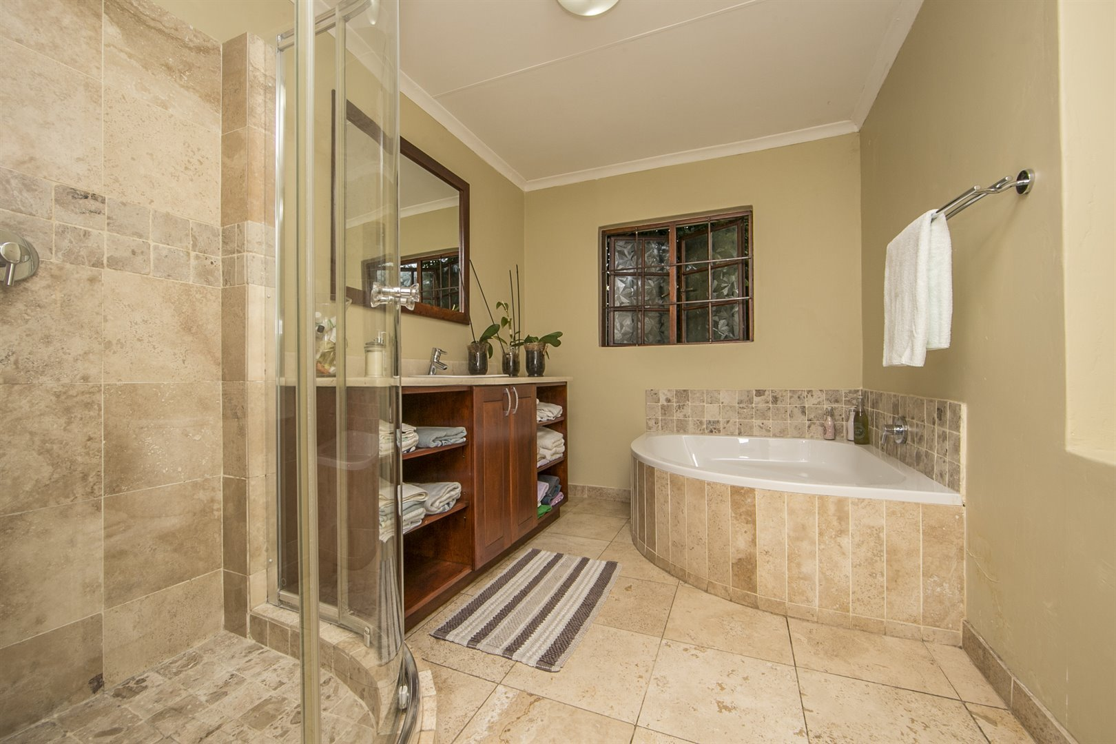 Lonehill property for sale. Ref No: 13482733. Picture no 12
