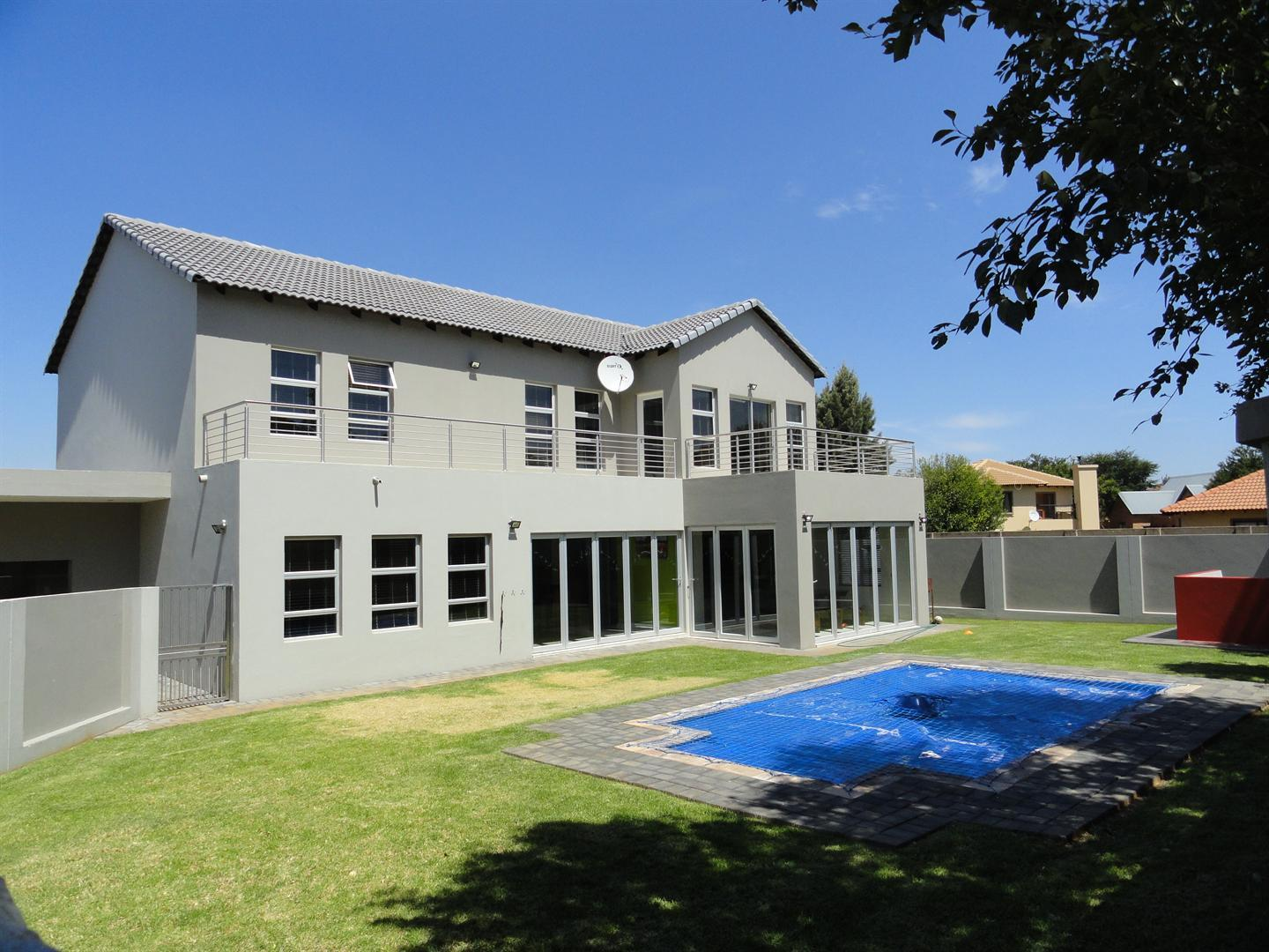 Property and Houses for sale in Six Fountains Residential Estate, House, 4 Bedrooms - ZAR 3,745,000