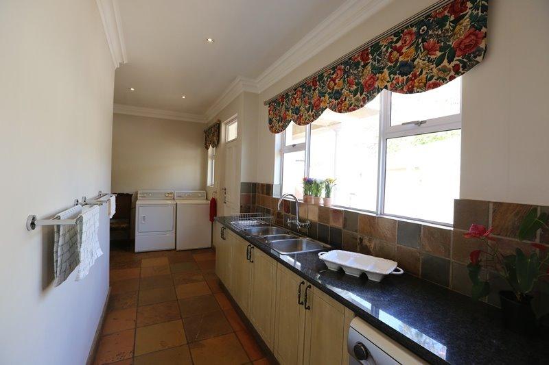 Midstream Estate property for sale. Ref No: 13254174. Picture no 9