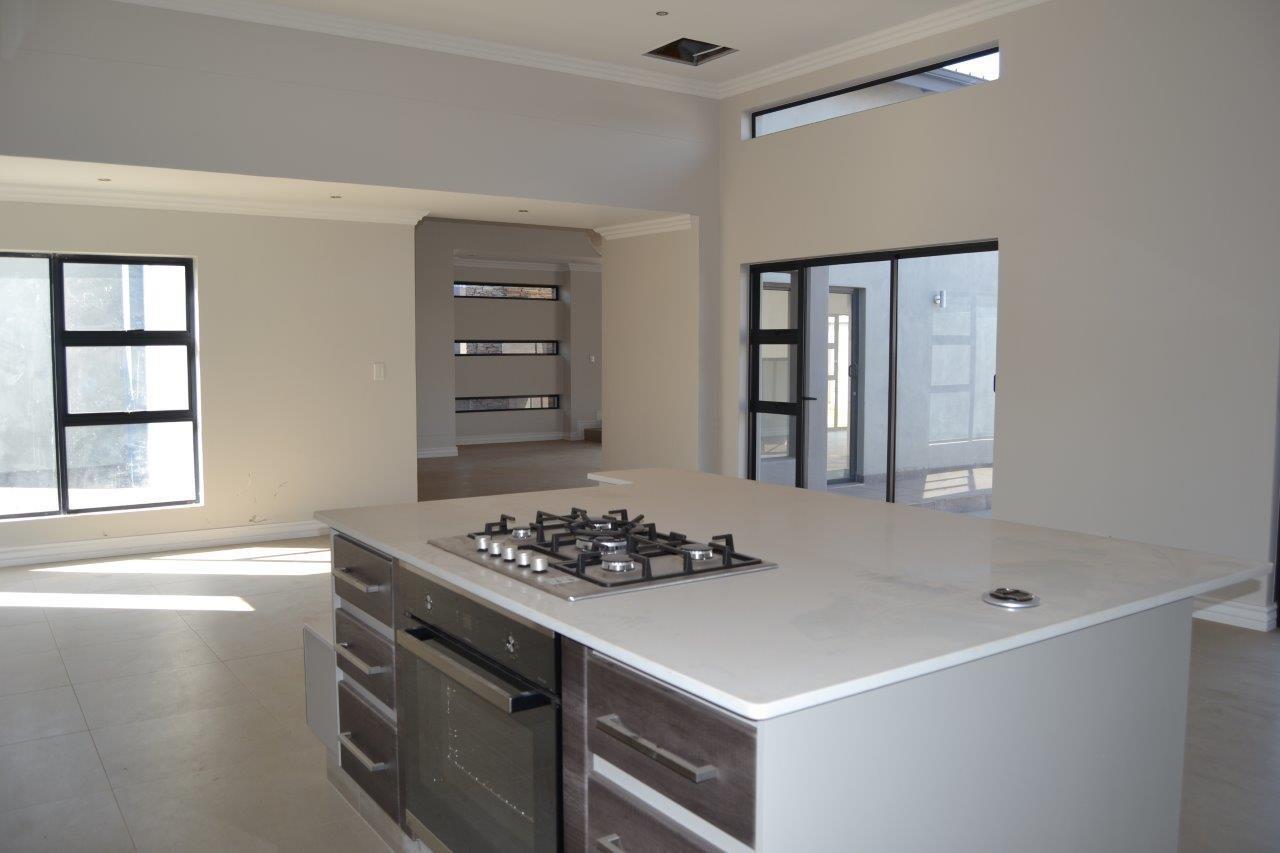Midstream Ridge Estate property for sale. Ref No: 13500360. Picture no 26
