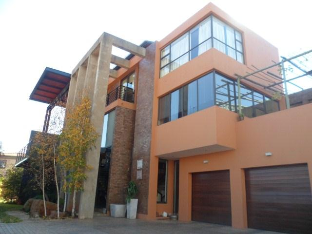 Property and Houses for sale in Faerie Glen, House, 4 Bedrooms - ZAR 3,699,000