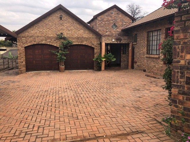 Johannesburg, Mulbarton Property    Houses For Sale Mulbarton, Mulbarton, House 4 bedrooms property for sale Price:2,249,000
