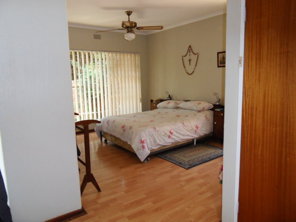 Glenvista property for sale. Ref No: 13402362. Picture no 25