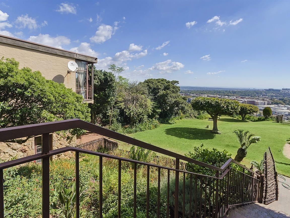 Houghton Estate property for sale. Ref No: 13434554. Picture no 14