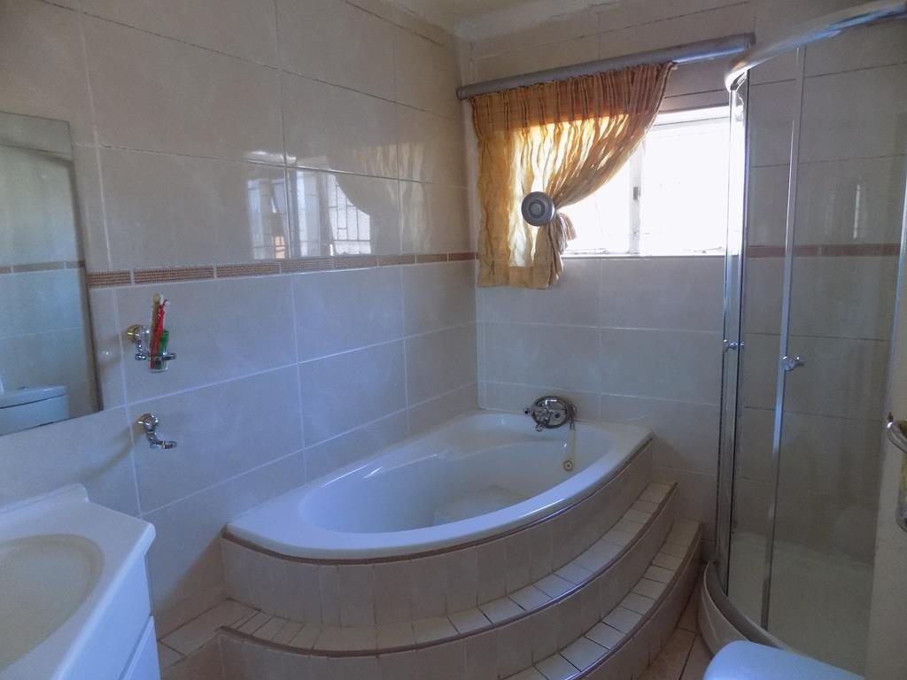Laudium property for sale. Ref No: 13368162. Picture no 7