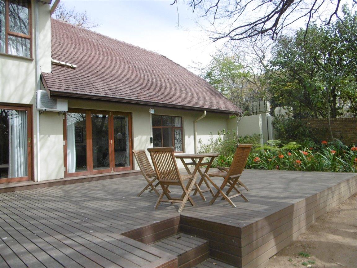 Bryanston property for sale. Ref No: 13389969. Picture no 11