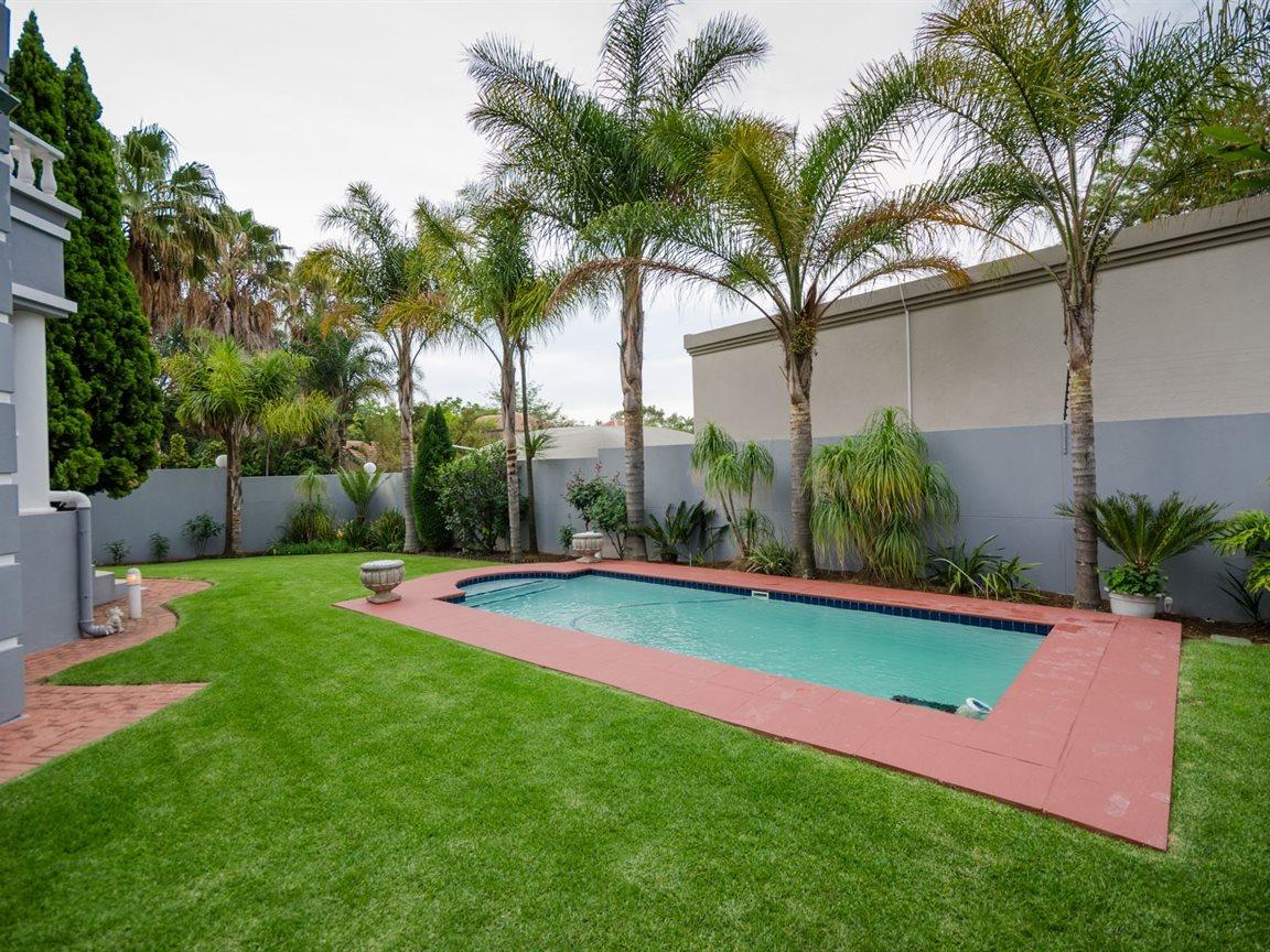 Bryanston property for sale. Ref No: 13418612. Picture no 24