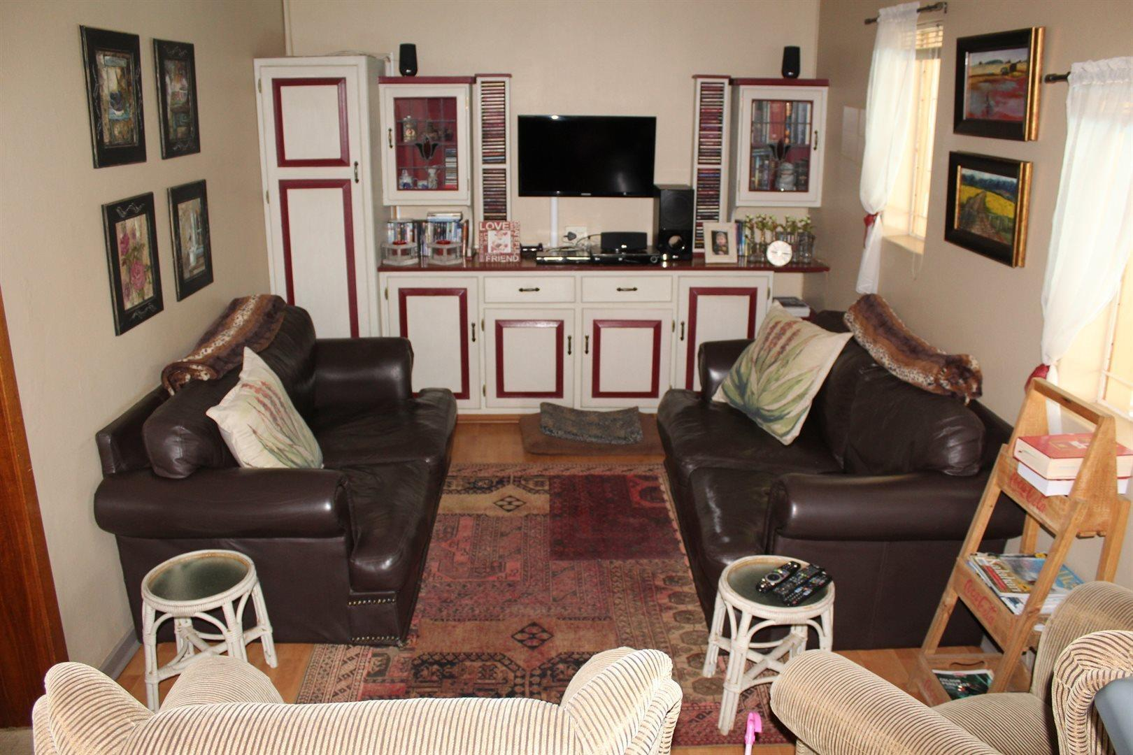 Karenpark property for sale. Ref No: 13566728. Picture no 8