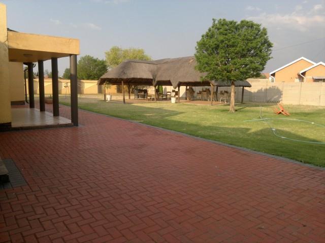 Falcon Ridge property for sale. Ref No: 13316587. Picture no 16