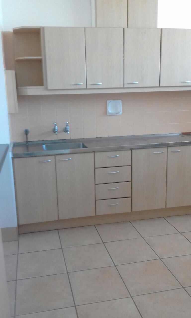 Pinelands property to rent. Ref No: 13551328. Picture no 2