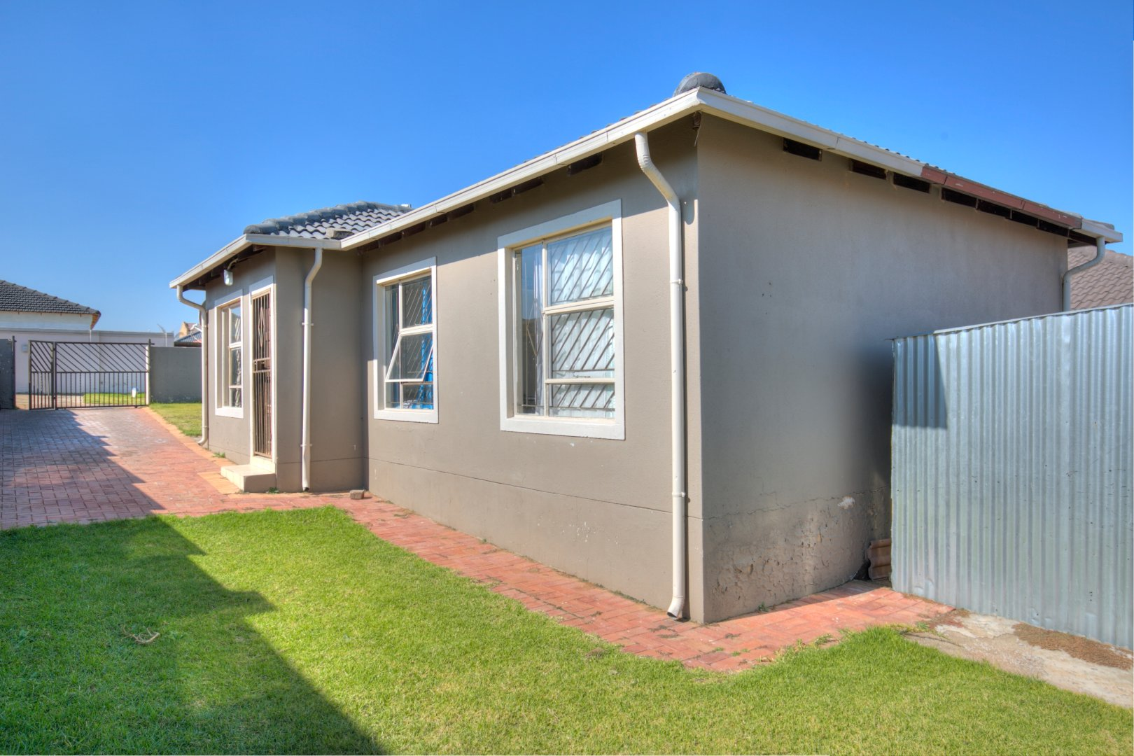 Johannesburg, Alveda Property  | Houses For Sale Alveda, Alveda, House 3 bedrooms property for sale Price:850,000