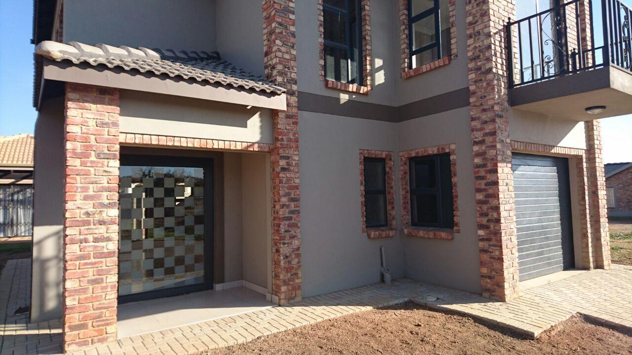 Mooivallei Park property for sale. Ref No: 13399402. Picture no 2