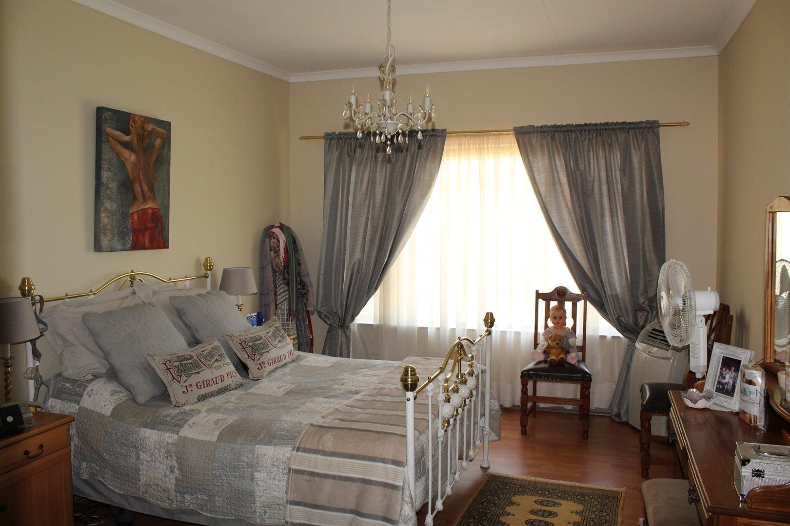 Karenpark property for sale. Ref No: 13566728. Picture no 9