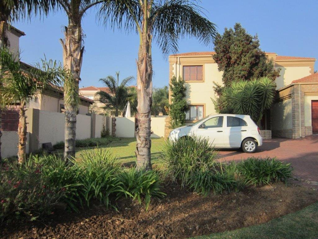 Blue Valley Golf Estate property for sale. Ref No: 13345353. Picture no 20