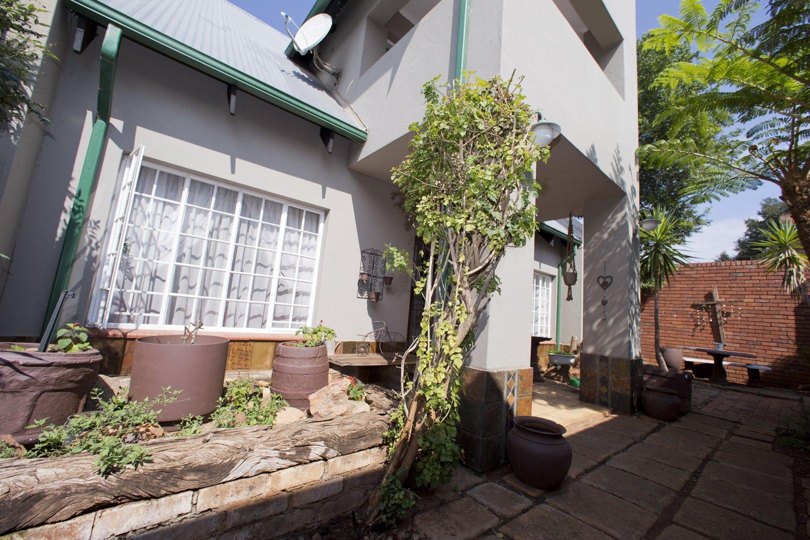 , House, 6 Bedrooms - ZAR 3,566,000