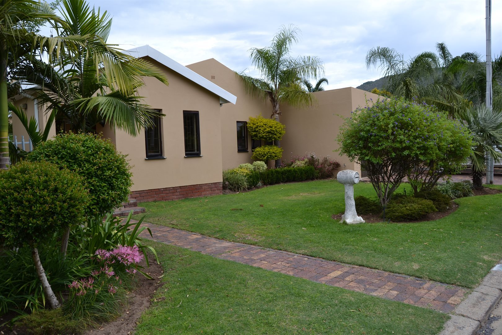 Property and Houses for sale in Paarl North, House, 4 Bedrooms - ZAR 2,750,000
