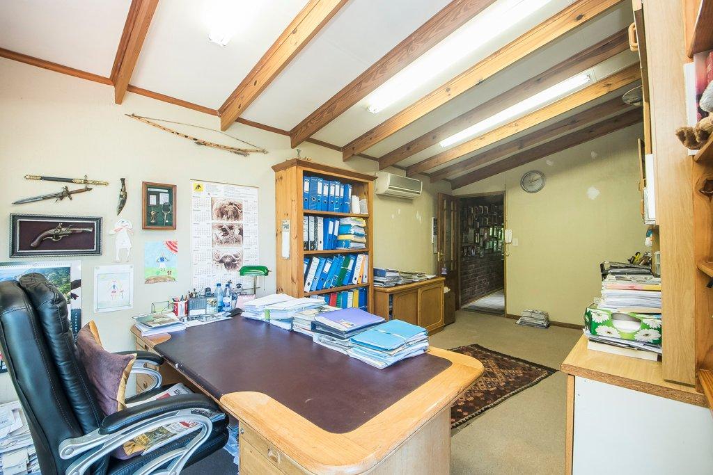 Glenvista property for sale. Ref No: 13529565. Picture no 12