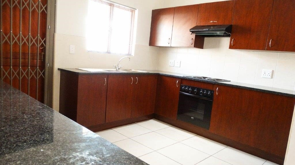Broadacres property to rent. Ref No: 13423040. Picture no 4