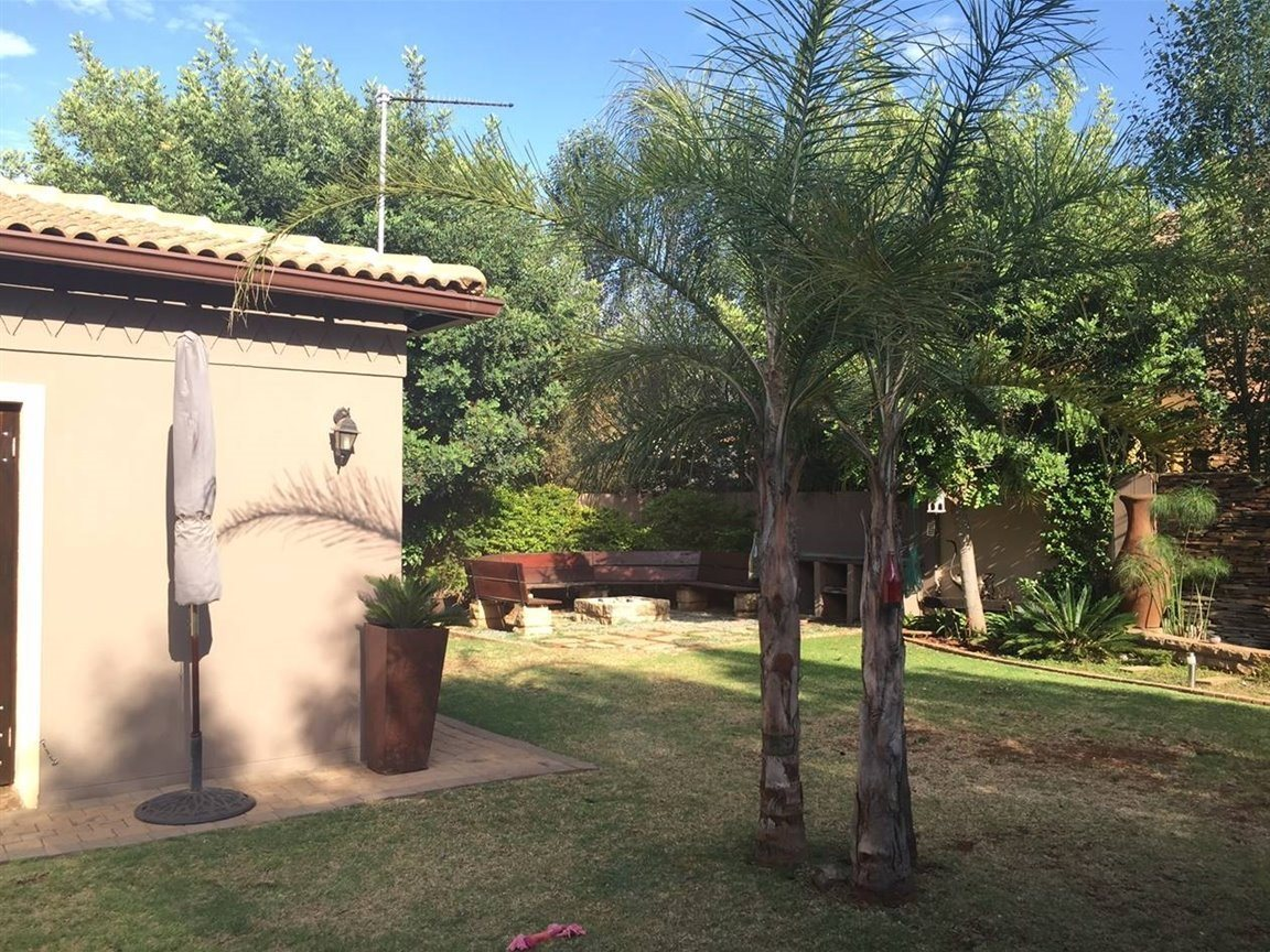 Midfield Estate property for sale. Ref No: 13288494. Picture no 8
