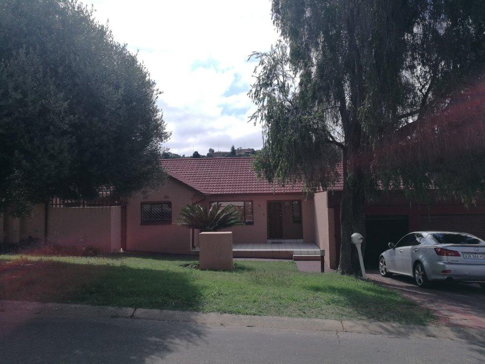 Johannesburg, Ridgeway Property    Houses For Sale Ridgeway, Ridgeway, House 3 bedrooms property for sale Price:1,650,000